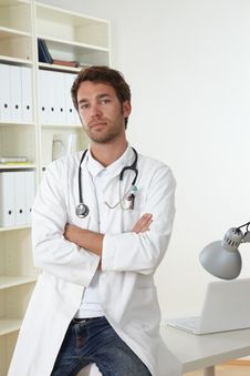 Free Doctor In Clinic Royalty Free Stock Photography - 19300557