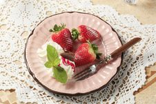 Free Strawberries With Cream Stock Images - 19304194