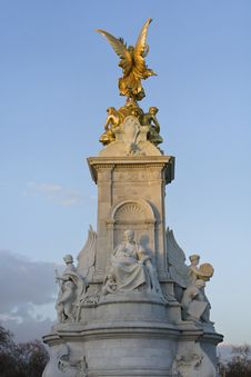 Free Buckingham Palace, Queen Victoria Memorial Royalty Free Stock Image - 19308756