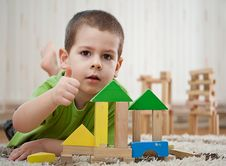 Free Boy Playing With Blocks Royalty Free Stock Image - 19309236
