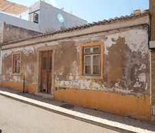 Free Algarvian House Dilapidated Stock Photo - 19314820