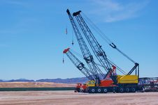 Free Mechanical Cranes In The Desert Royalty Free Stock Photo - 19318535