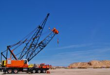 Free Mechanical Cranes In The Desert Royalty Free Stock Images - 19318569