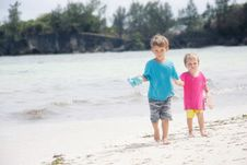 Free Children Walking On Beach Royalty Free Stock Photo - 19322905