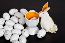 Free Quail Eggs And Bunny Royalty Free Stock Photos - 19334298
