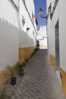 Free Narrow Street In Portugal Stock Photography - 19340452