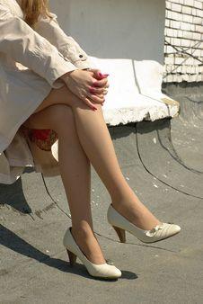 Free Crossed Female Legs Royalty Free Stock Photo - 19343185