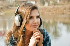 Free Young Woman With Headphones Royalty Free Stock Images - 19358019