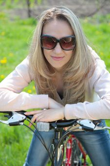 Free Young Woman With Bicycle Stock Photography - 19359612