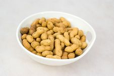 Free Pile Of Ripe Crude Peanuts In White Bowl Royalty Free Stock Images - 19367429