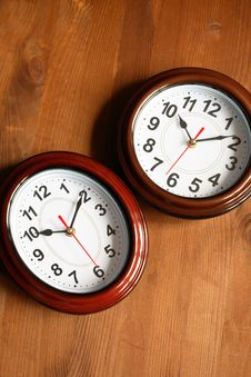 Free Pair Of Clocks On Wood Stock Photography - 19375872