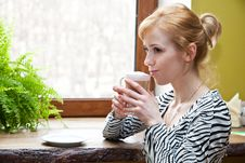 Free A Beautiful Woman Is Drinking Coffee Stock Photos - 19378123