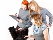 Women Are Working On A Computer Royalty Free Stock Images