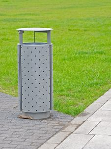 Free Litter Bin Royalty Free Stock Image - 19382086