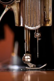 Free Sewing Needle Royalty Free Stock Photos - 19388948