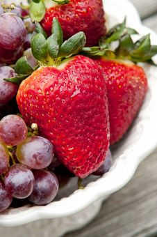 Free Strawberries And Grapes Royalty Free Stock Photography - 19395567