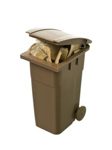 Free Recycling Bin With Cardboard Paper Royalty Free Stock Images - 19397119