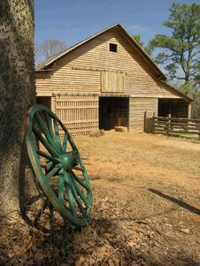 Barn With Wooden Wagon Wheel Royalty Free Stock Image