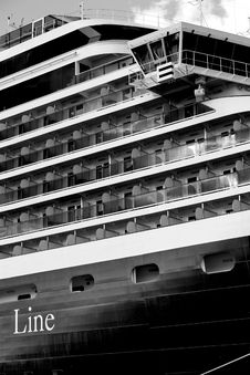 Free Luxury Cruiser Royalty Free Stock Photos - 1949348