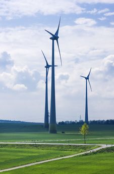 Free Wind Farm Royalty Free Stock Photo - 19403445