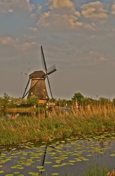 Free Windmills In Kinderdijk, Netherlands Royalty Free Stock Photo - 19404045