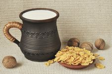Free Milk, Corn-flakes And Nuts Royalty Free Stock Photos - 19404548