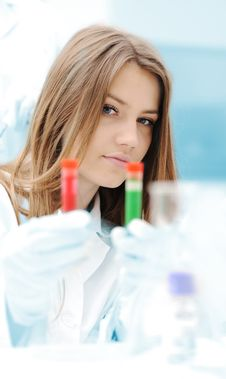 Free A Female Scientist Working In A Lab Royalty Free Stock Photo - 19407025