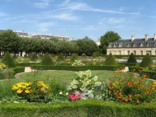 Free One Of The Gardens Of Paris Royalty Free Stock Images - 19411199