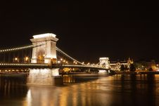 Free The Chain Bridge In Budapest Royalty Free Stock Photography - 19415327