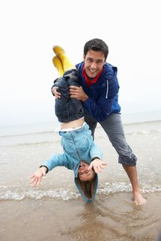 Free Happy Father With Son On Beach Royalty Free Stock Image - 19419786