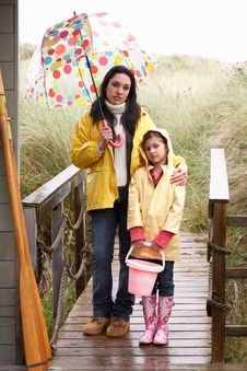 Free Mother And Daughter With Umbrella Stock Image - 19421291