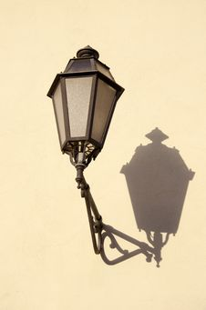 Free Old Town Vintage Lamp On Wall Stock Photos - 19423763