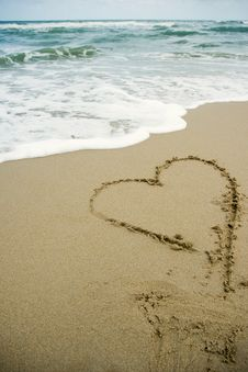 Free Heart Drawing On The Sand Beach Royalty Free Stock Photography - 19426247