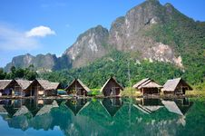 Free View Of Houses In The Lake Royalty Free Stock Images - 19426509