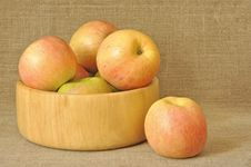 Free Apples In A Wooden Plate Royalty Free Stock Image - 19436426
