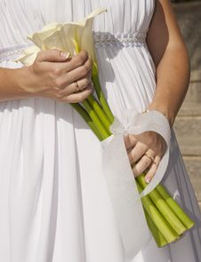 Free Bride Holding A Bunch Of Flowers Stock Images - 19436904
