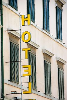 Free Yellow Hotel Sign Stock Photography - 19438992
