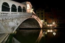 Free Venice, Rialto Bridge At Night, Italy Royalty Free Stock Photos - 19446038