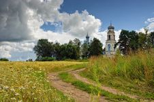 Free Road The Leader To The Temple In Village Glebovo. Stock Photography - 19449542