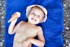 Free Little Girl With An Ice-cream Royalty Free Stock Photos - 19456178