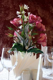 Free Flowers At Table Royalty Free Stock Photos - 19462498