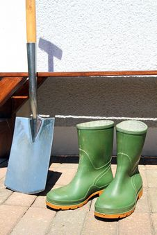Free Rubber Boots And Spade Royalty Free Stock Image - 19462886