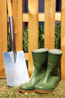 Free Rubber Boots And Spade Royalty Free Stock Images - 19462919