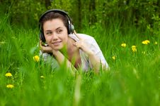 Free Young Girl With Headphones Looking Right Stock Photos - 19462973