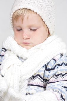 Free Cute Toddler Girl In Winter Clothes Royalty Free Stock Images - 19464119