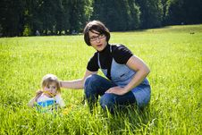 Free Young Mothers In The Park Royalty Free Stock Photos - 19464518