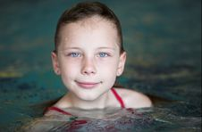 Free Little Girl In Swimming Pool Royalty Free Stock Image - 19469906