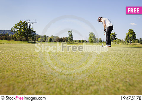 Free Female Golf Player Putting. Royalty Free Stock Photos - 19475178
