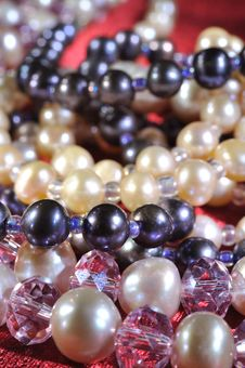 Free Pearl Necklace Royalty Free Stock Images - 19470529