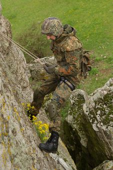 Free Soldier Rappeling Royalty Free Stock Photos - 19472908